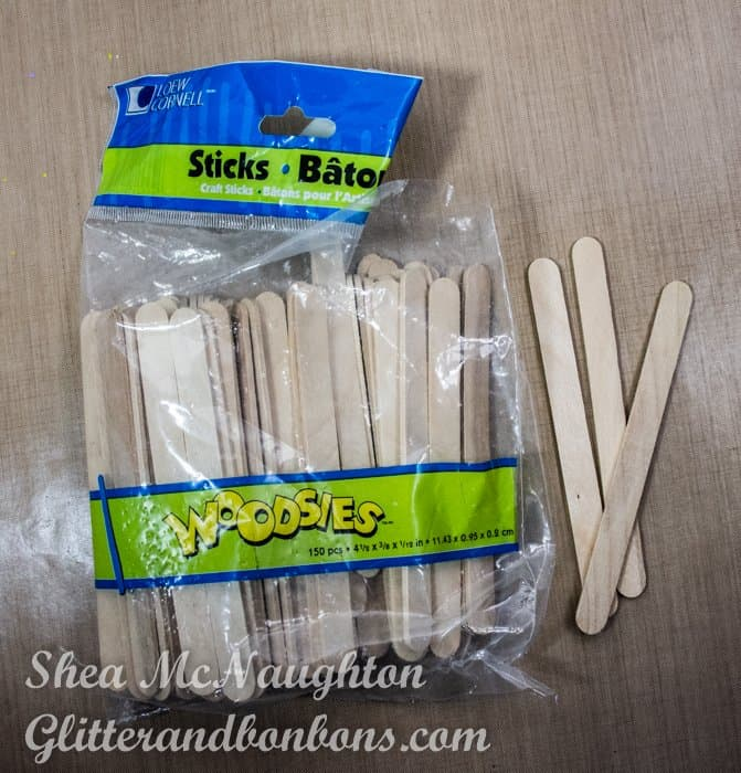 Craft sticks for mixing the paints